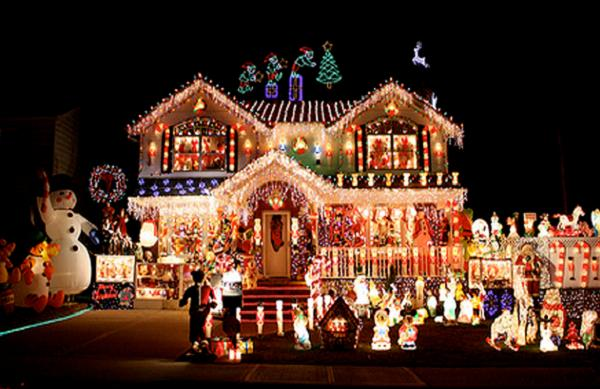 Village christmas home decoration 2015 village of odell for Christmas home decorations pictures